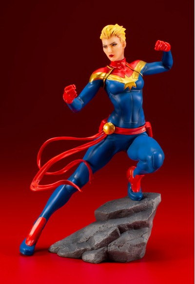 Marvel: Captain Marvel (Complete Figure)